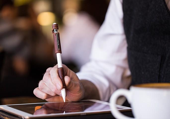 Цифровое перо Apple Pencil получило кожаный чехол за 50$