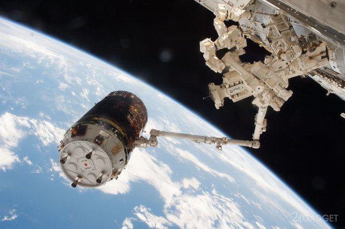 Японцы не справились с уборкой космического мусора (2 видео)