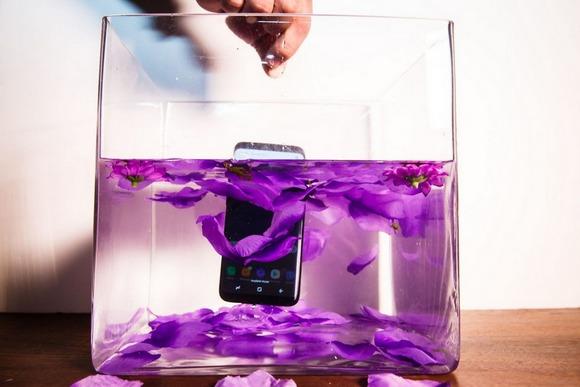 Samsung Galaxy S8-защита от воды тест