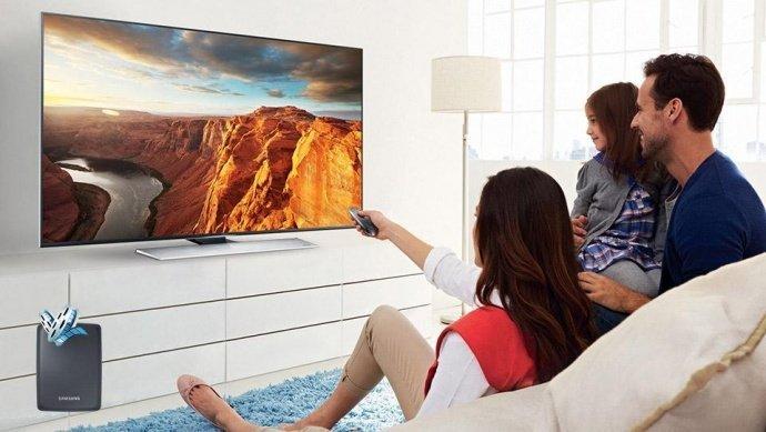 Выбираем телевизор или Как не попасть на маркетинговую «удочку» - Семья у телевизора