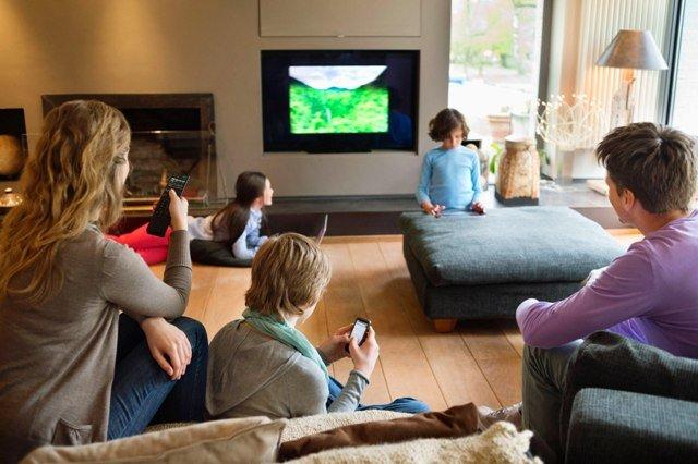 Выбираем телевизор или Как не попасть на маркетинговую «удочку» - Телевизор на стене