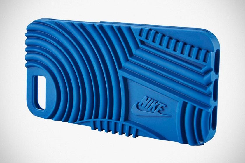 Чехлы для iPhone 7 Nike Air Force 1 и Nike Roshe имеют тот же дизайн, что и две популярные модели кроссовок