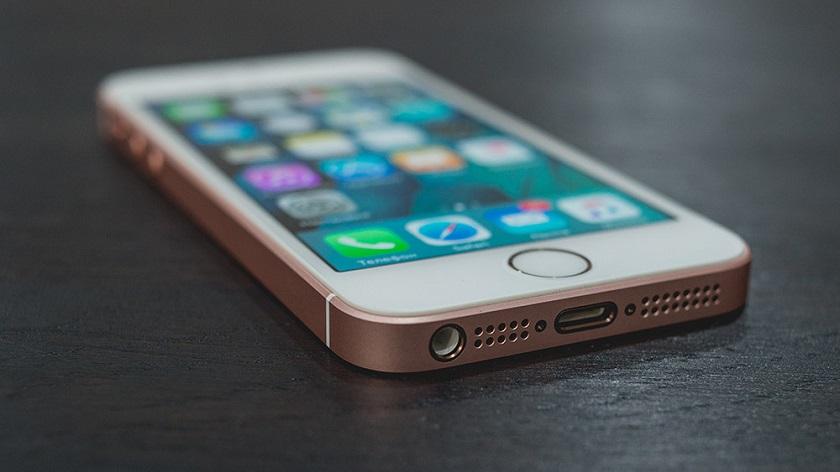 iPhone SE стал лидером списка смартфонов, которыми довольны пользователи