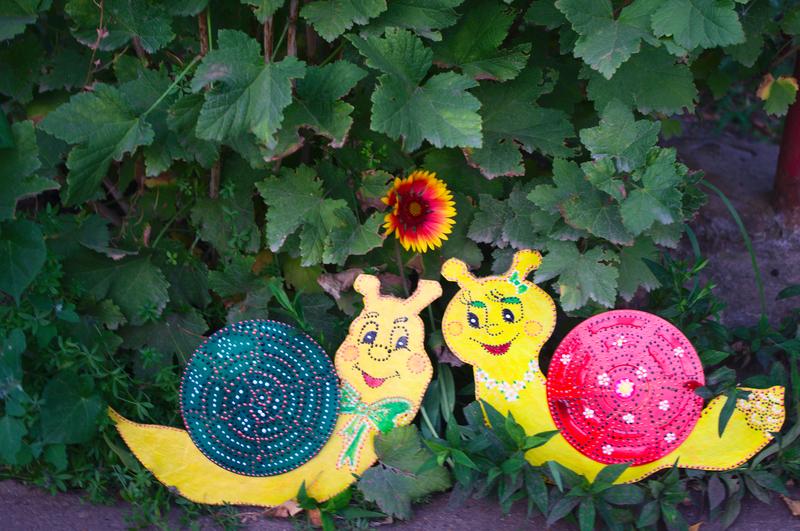 Сказочное оформление сада своими руками-улитка из диска фото 3