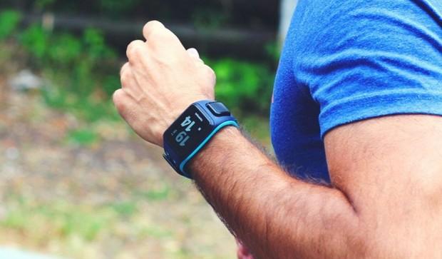 Смарт-часы Alcatel, Pebble и TomTom обзор популярных моделей – TomTom Spark 3 на руке