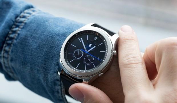 Как выбрать смарт-часы особенности, советы, нюансы – Samsung Gear S3 Classic на руке