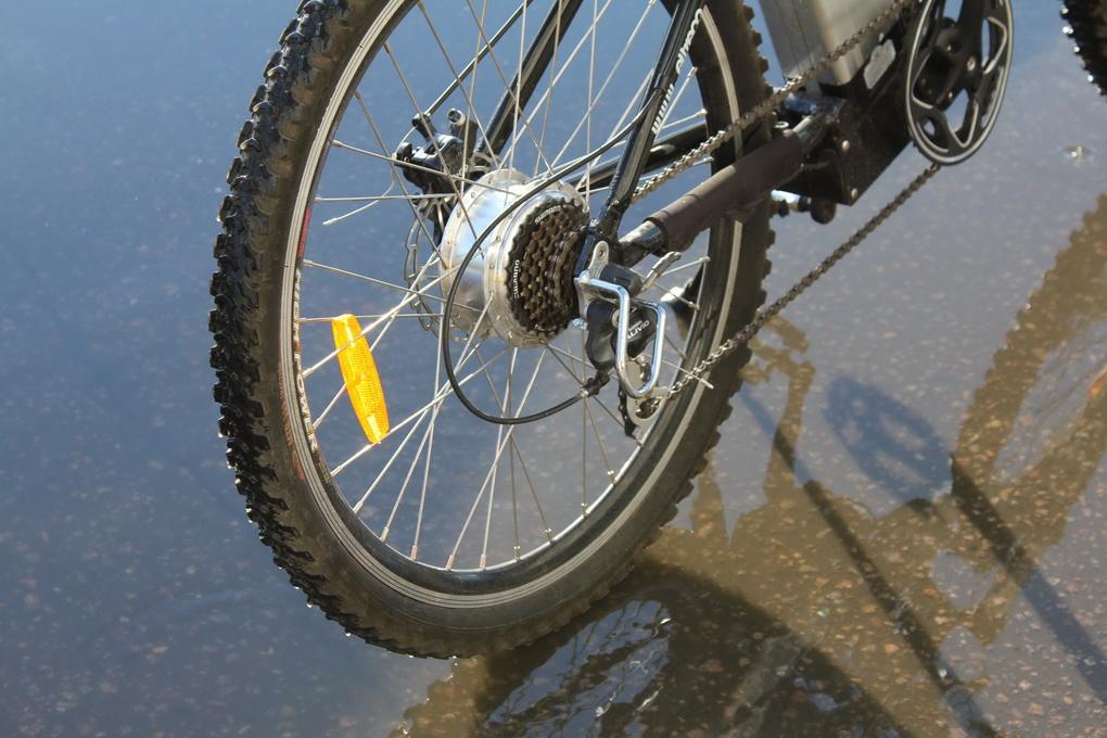 Езда на велосипеде-под дождем