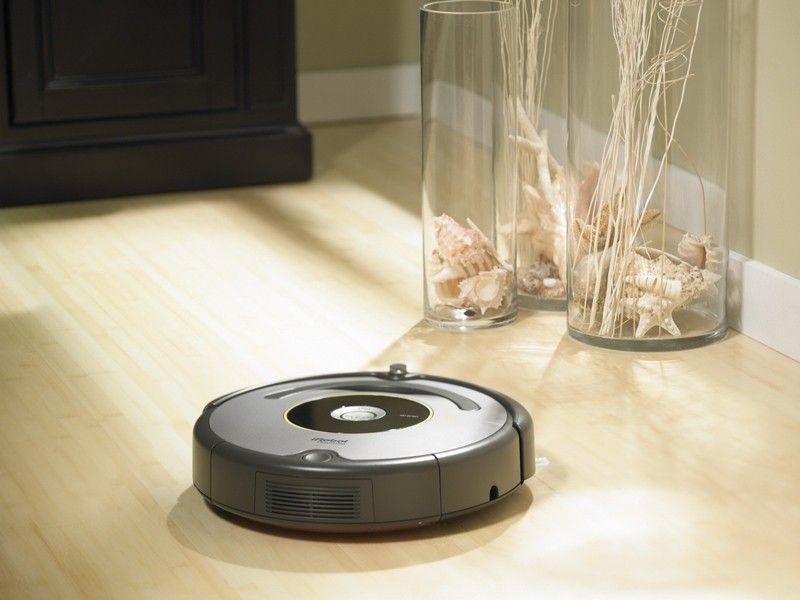 Робот-пылесос — верный помощник по уборке – Робот-пылесос перед препятствием