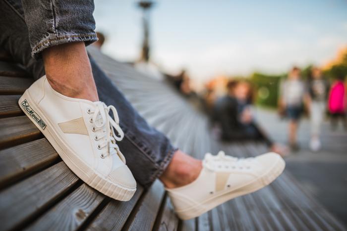 Правильный уход за обувью как стирать кроссовки в стиральной машине – Светлые кеды