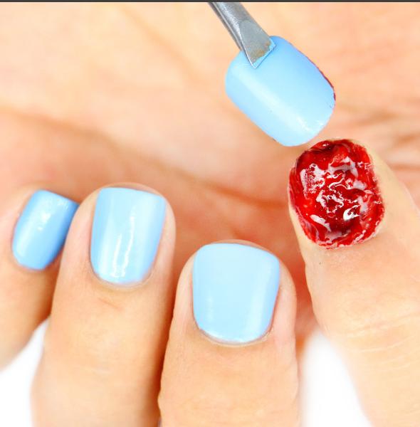 Кровавые ногти-фото
