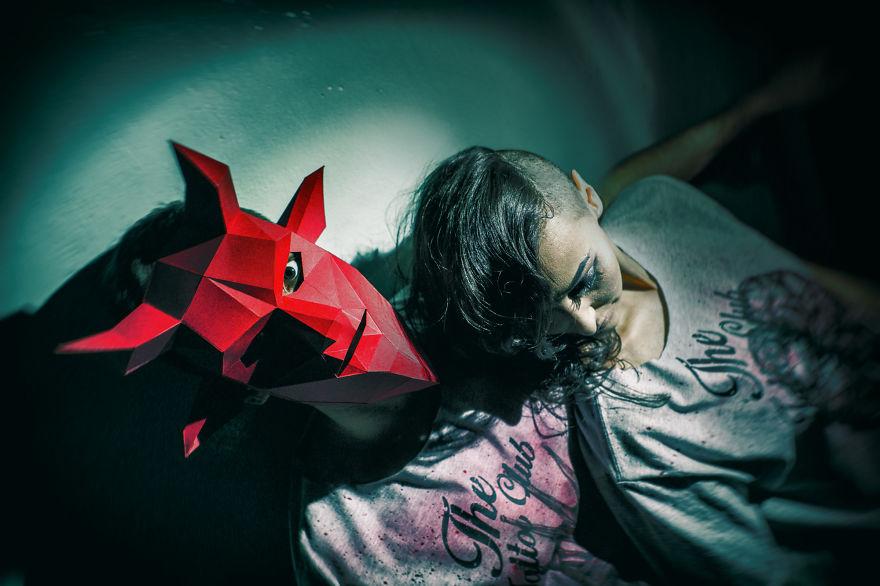 Полигональная маска дьявола-на Хэллоуин