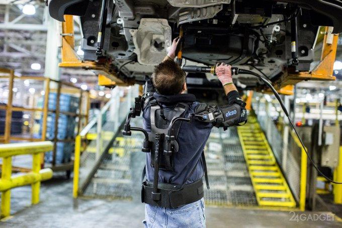 На конвейерах Ford испытываются экзоскелеты EksoVest (7 фото + видео)