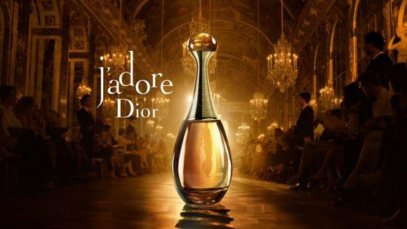 Незаменимый подарок маме на 8 марта – Парфюмерная вода Christian Dior J'adore