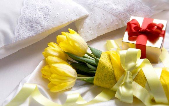 Незаменимый подарок маме на 8 марта – Цветы и подарок