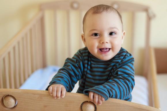 Как выбрать детскую кроватку – советы молодым родителям – Ребенок в кроватке