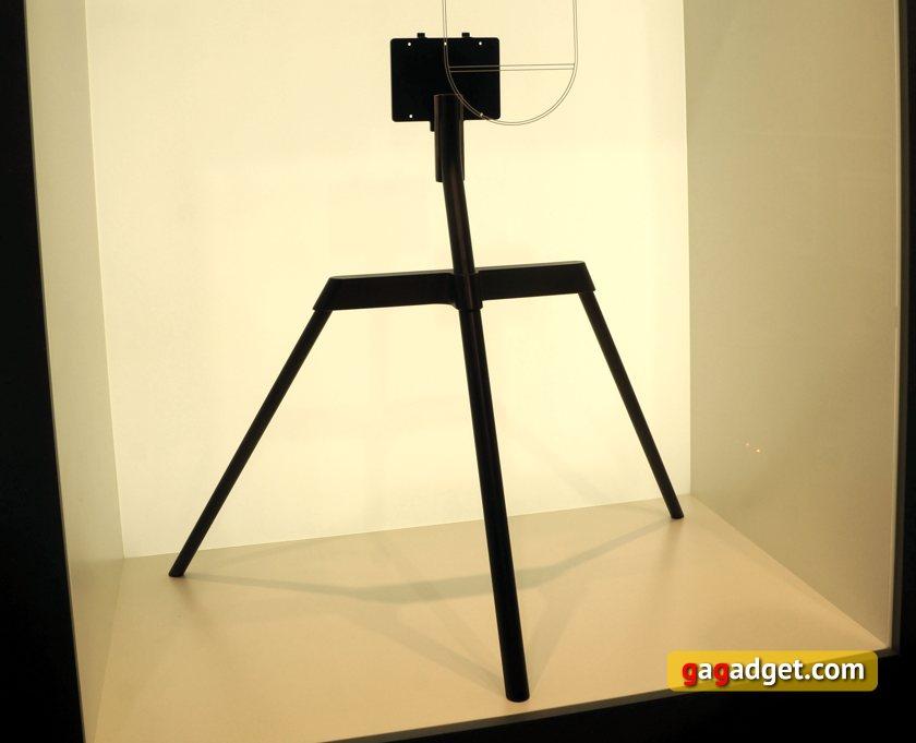 QLED-TV-studio-stand.jpg