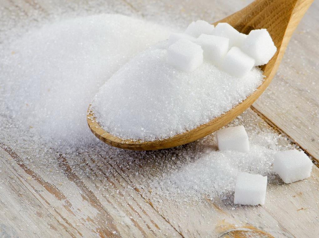 Рафинированный сахар в ложке-фото