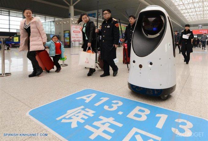 Робот-коп распознает преступников и преследует их (7 фото + видео)