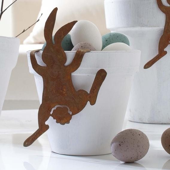 Пасхальный кролик в декорациях