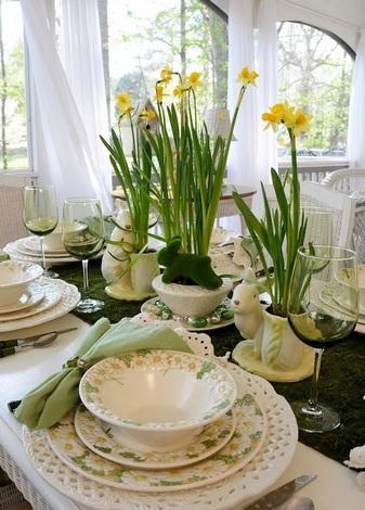 Цветы на пасхальном столе-фото