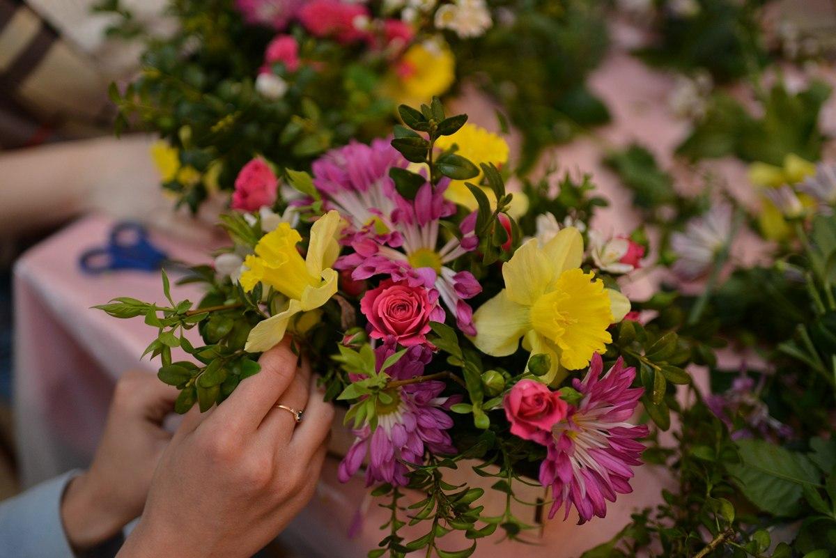 Как сделать цветочную композицию-фото 2