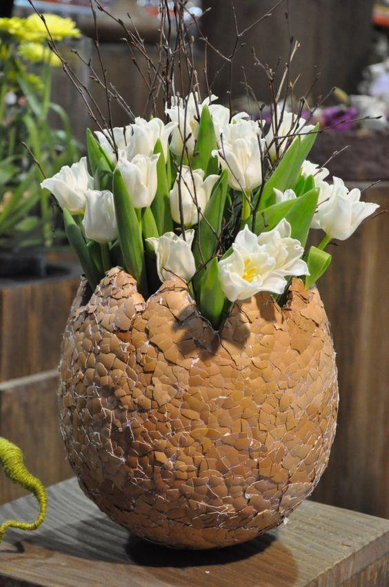 Большое пасхальное яйцо-ваза