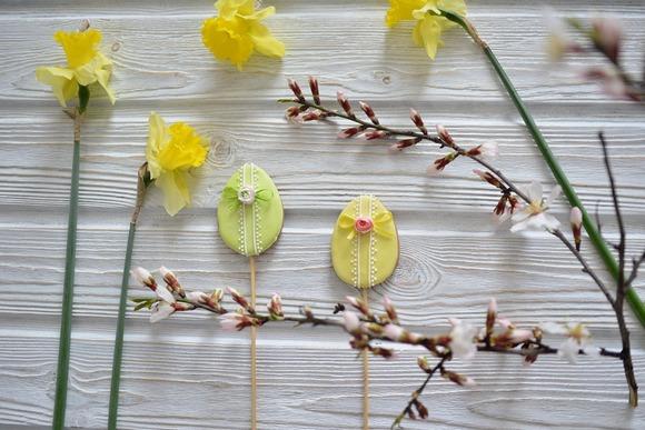 Пасхальный декор-пряники и цветы
