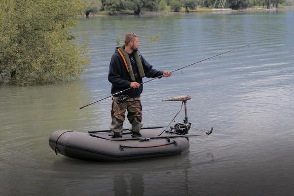 Рыбалка в одиночку на тихом пруду