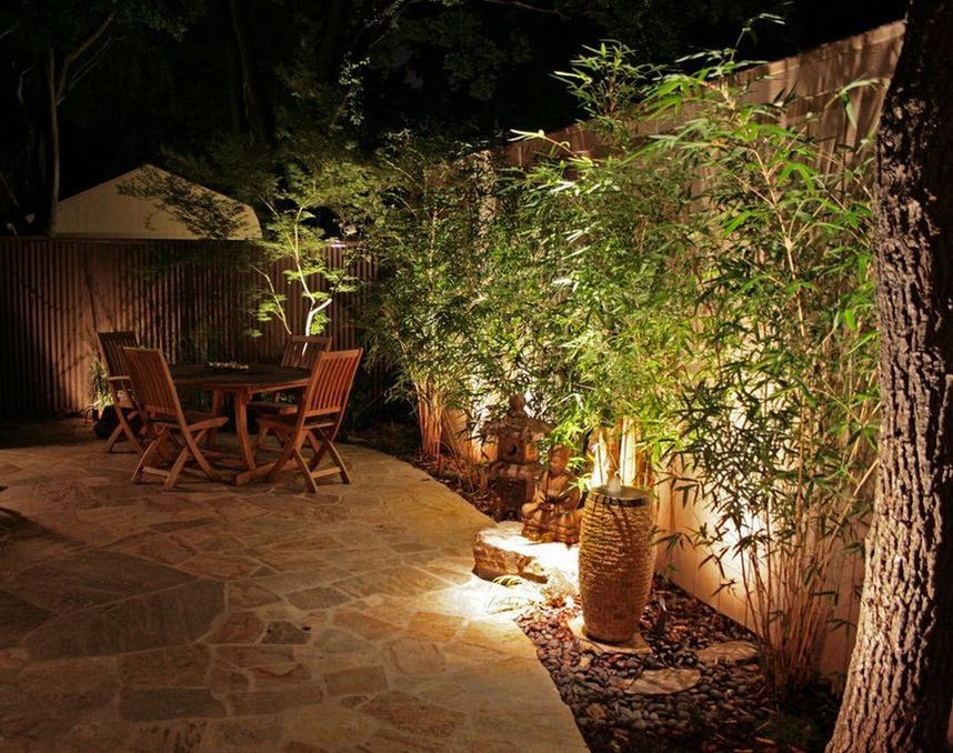 Освещение-вечер в саду фото