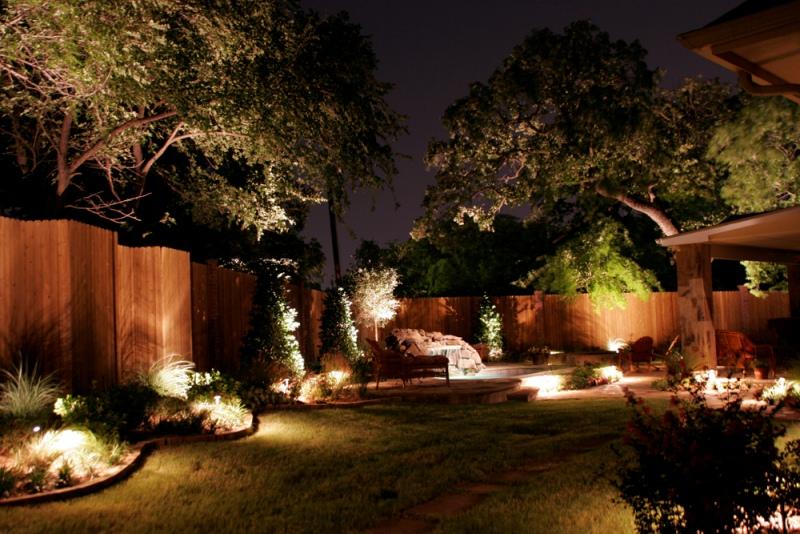 Освещение в саду-скользящий свет