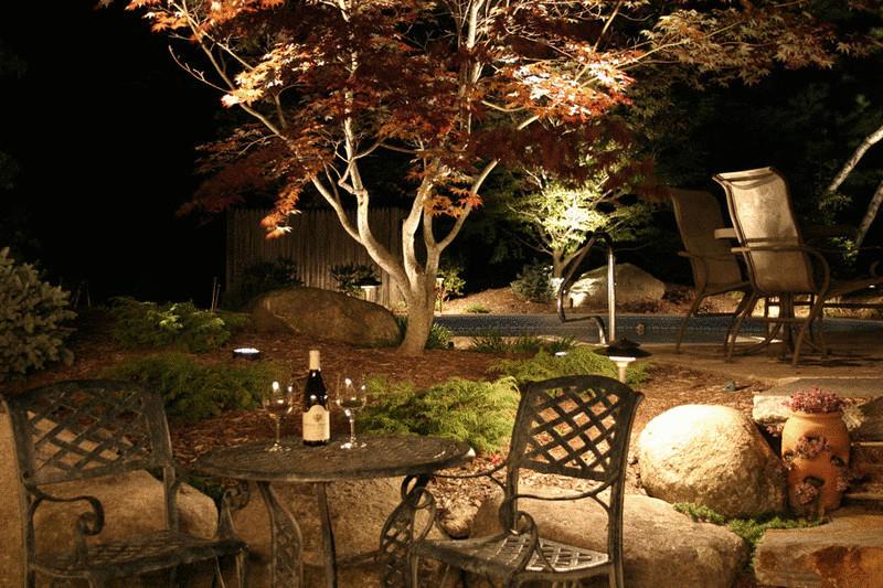 Освещение в саду-скользящий свет фото 2