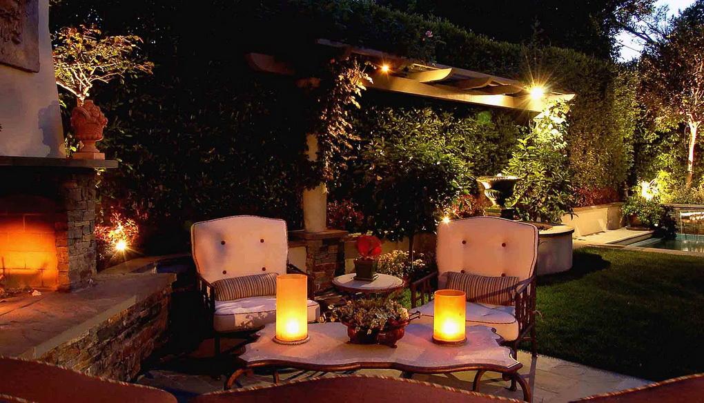 Свечи-освещение в саду