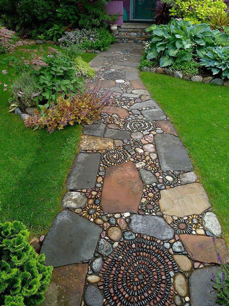 Дорожка из камней-декоративный элемент сада