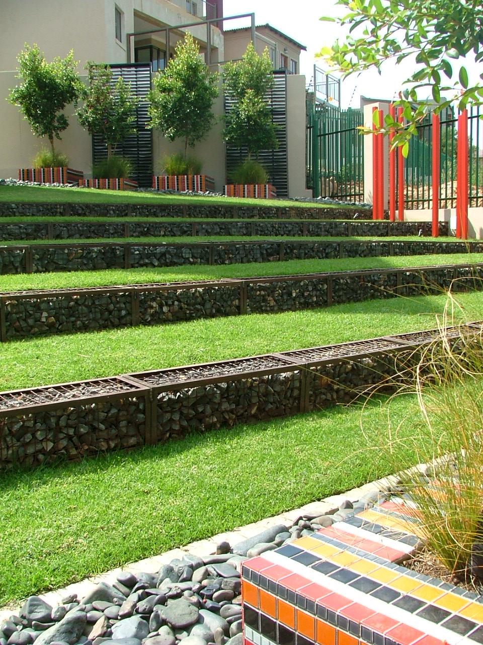 Современный сад-габионы фото 7
