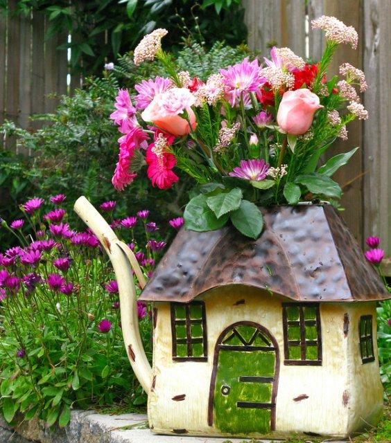 Оригинальная ваза-на даче