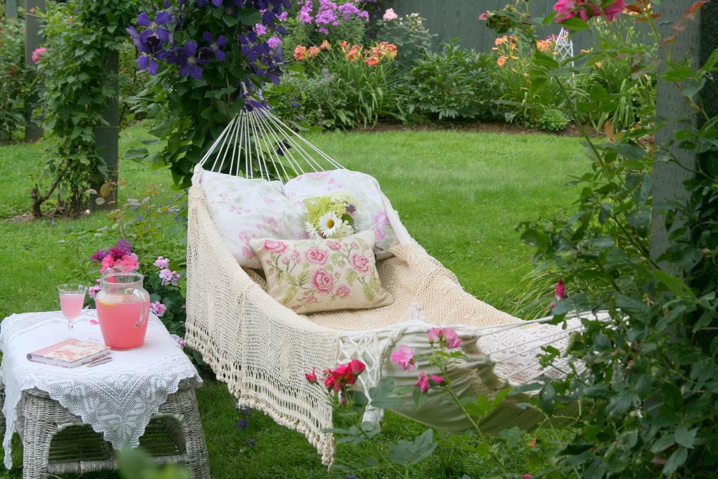 Уютный сад-фото