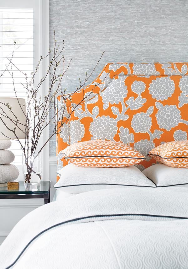 Спальня-ветки у кровати