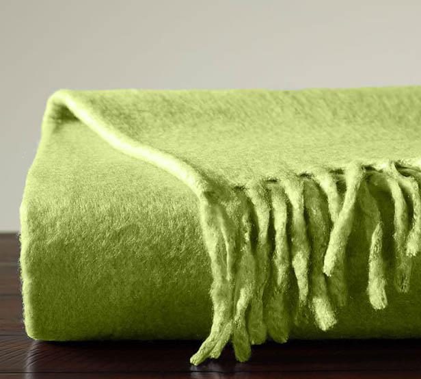 Greenery в интерьере-текстиль плед