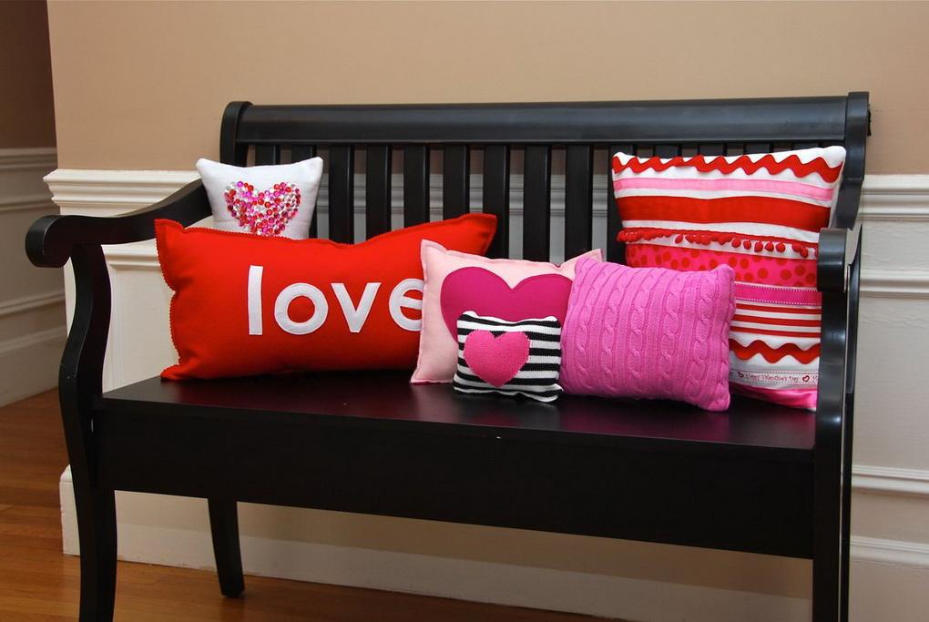 Декоративные подушки-любовные