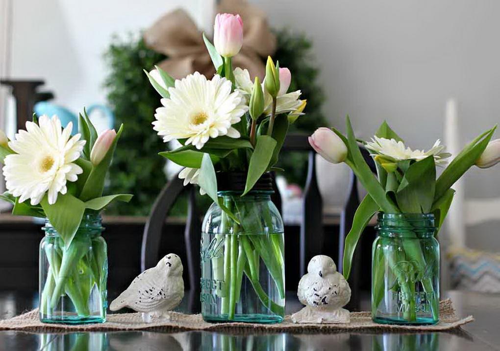 Стеклянные банки как вазы-цветы в интерьере