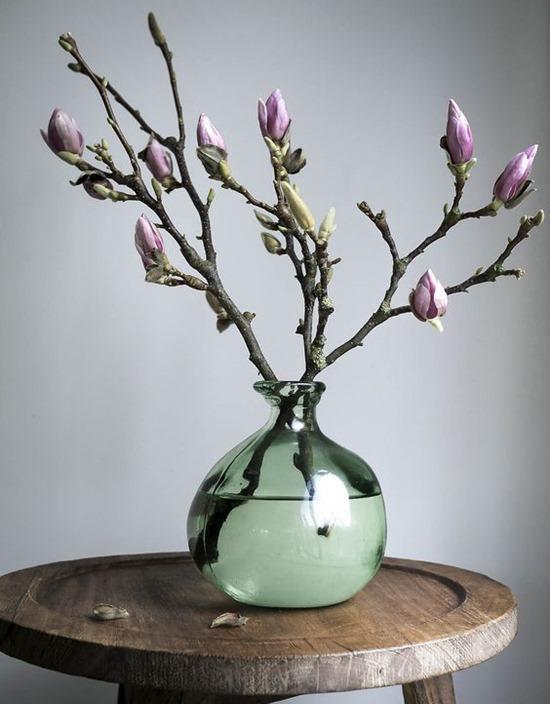 Ветки в стеклянной вазе-фото