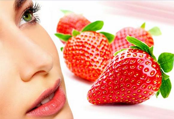 Клубника предотвращает появление многих глазных заболеваний
