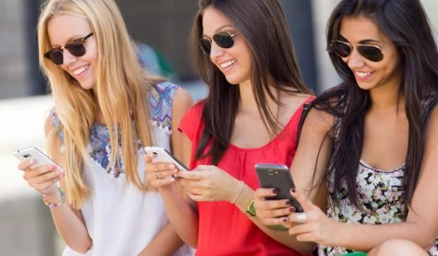 Топ-50 лучших приложений для современных леди – Девушки со смарфтонами