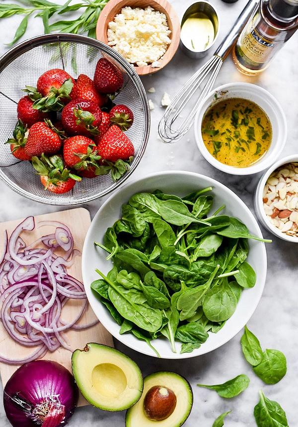 Ингредиенты - Клубничный салат из авокадо и курицы