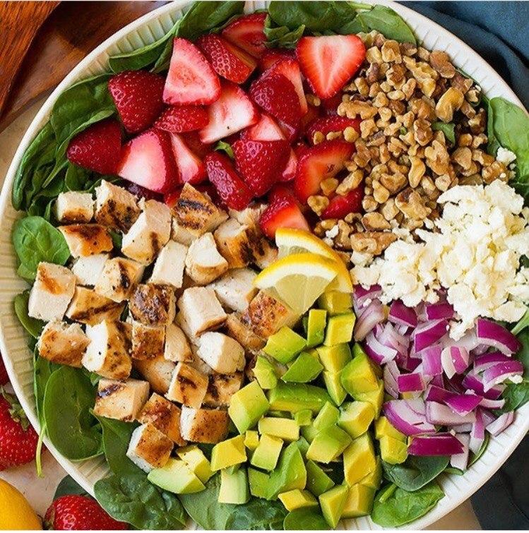 Подготовленны ингредиенты для салата