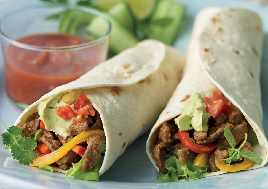 Буррито с гуакамоле и свежими овощами