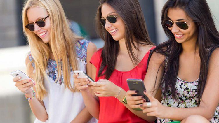 Kate Mobile: Facebook is more convenient than Vkontakte