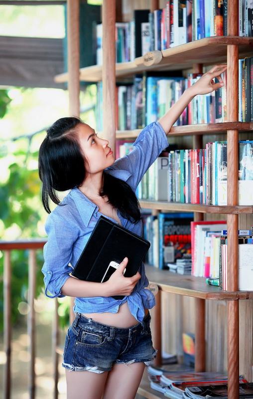 Выбор книги-стеллаж