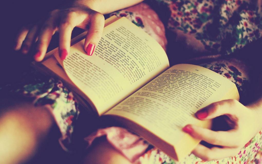 Девушка и книга-правила эффективного чтения
