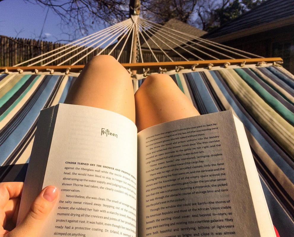 Чтение летом-гамак